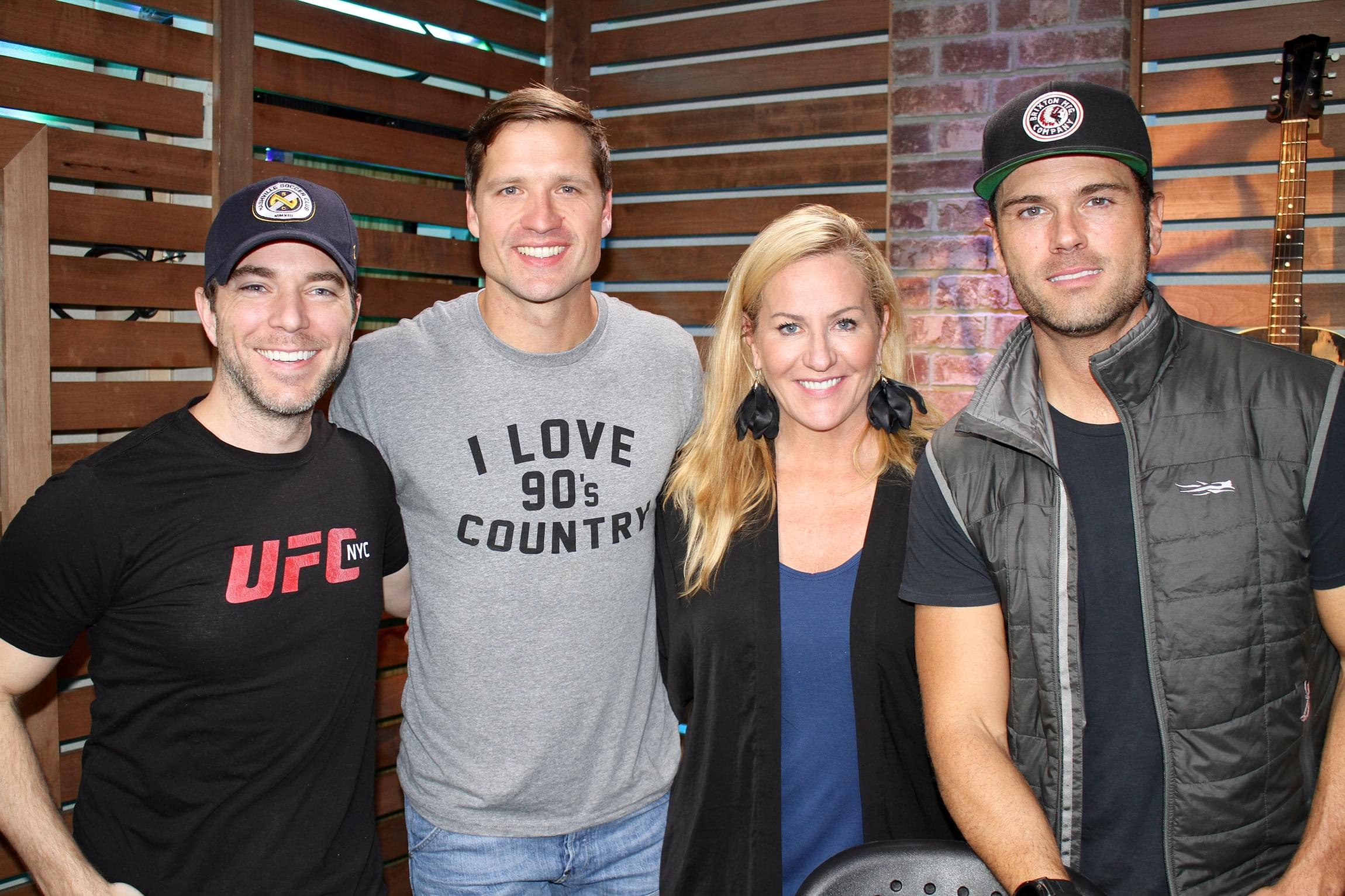 """Walker Hayes Performs """"90's Country,"""" Plays Unreleased Verse That Didn't Make the Cut, Talks Meeting Chuck Wicks Years Ago & MORE"""