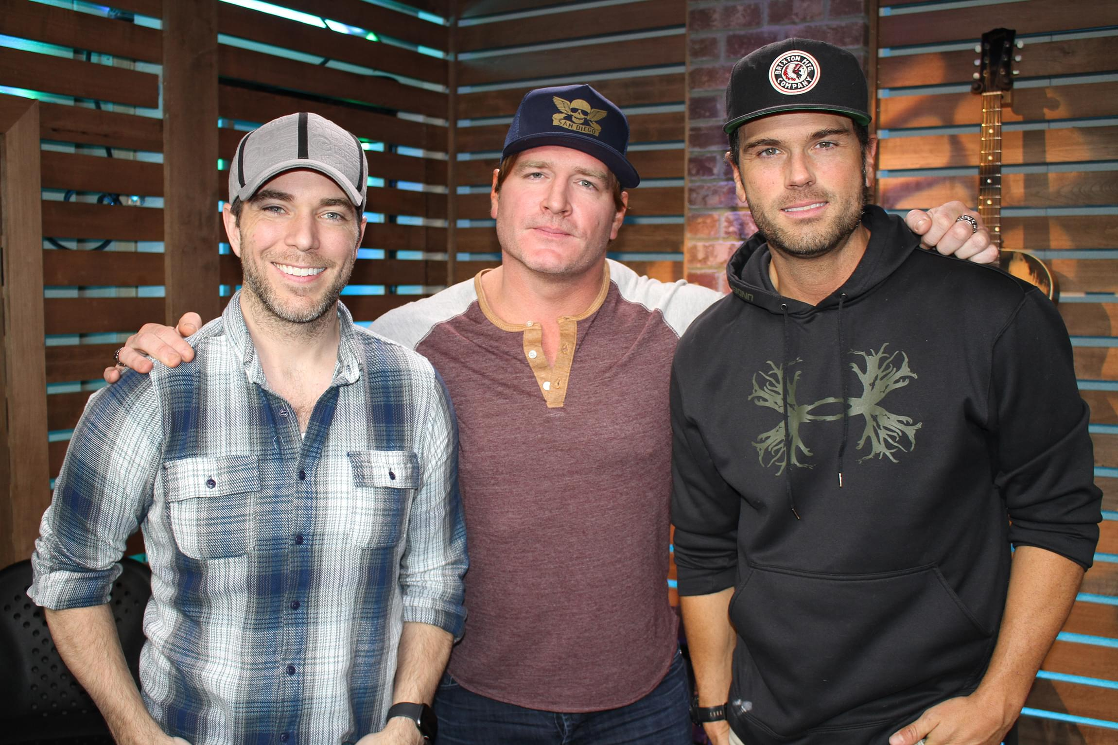"Jerrod Niemann Talks New Patriotic Song ""Old Glory,"" Going on USO Tours, Reads His 100,000 Thank Yous Card & MORE"