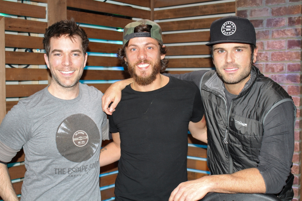 """Chris Janson Performs Unreleased Song Called """"Hawaii On Me,"""" Talks New Music, Being Robbed After Playing the Opry & MORE"""