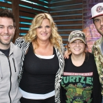 """Trisha Yearwood Talks New Album """"Let's Be Frank,"""" Revisits Decades-Old Advice from Herself, Plays """"Trisha or Tricia"""" with TJ & MORE"""