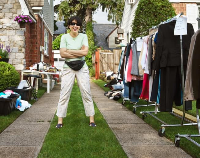 Yard Sale Tips with Sarah, The Mainstream Minimalist