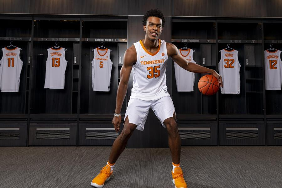 5-Star Point Guard Josiah-Jordan James Signs with Tennessee