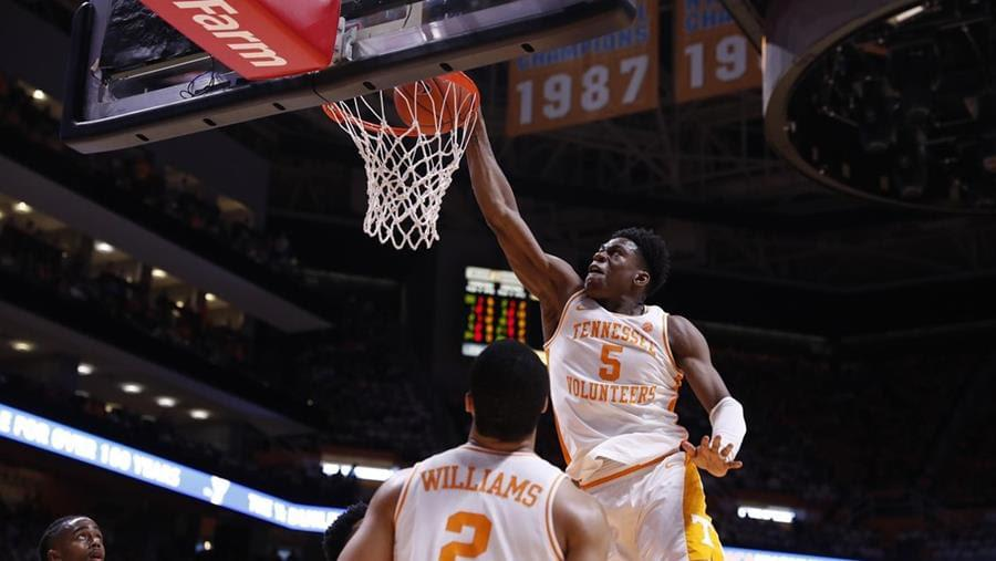 #1 Tennessee Pushes Win Streak to 18 with 73-61 Victory Over Florida