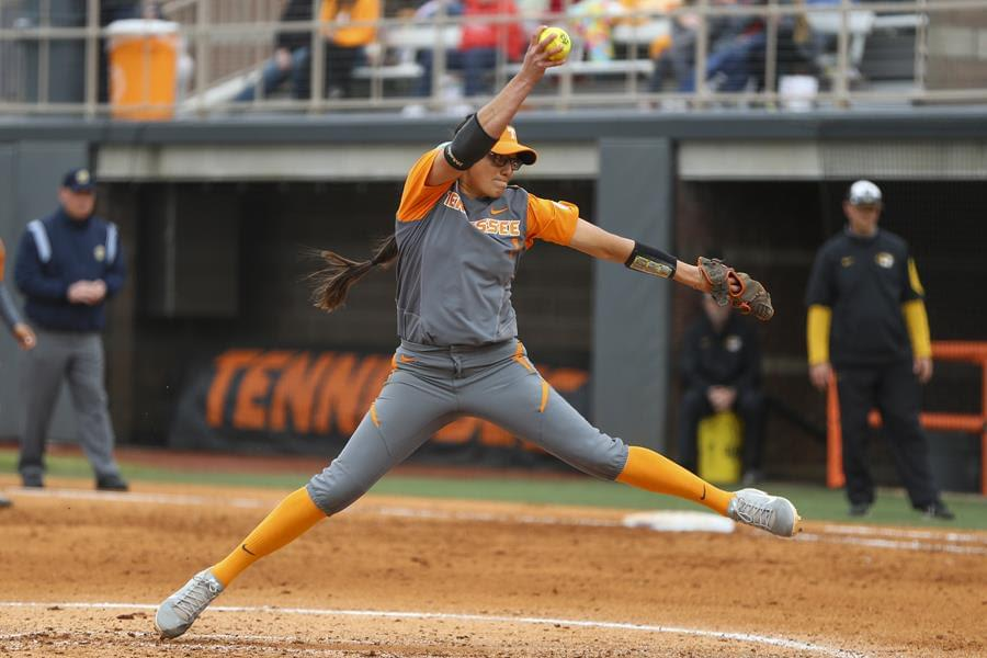 #8 Lady Vols' Hot Bats Spur 11-1 Victory Over UIC