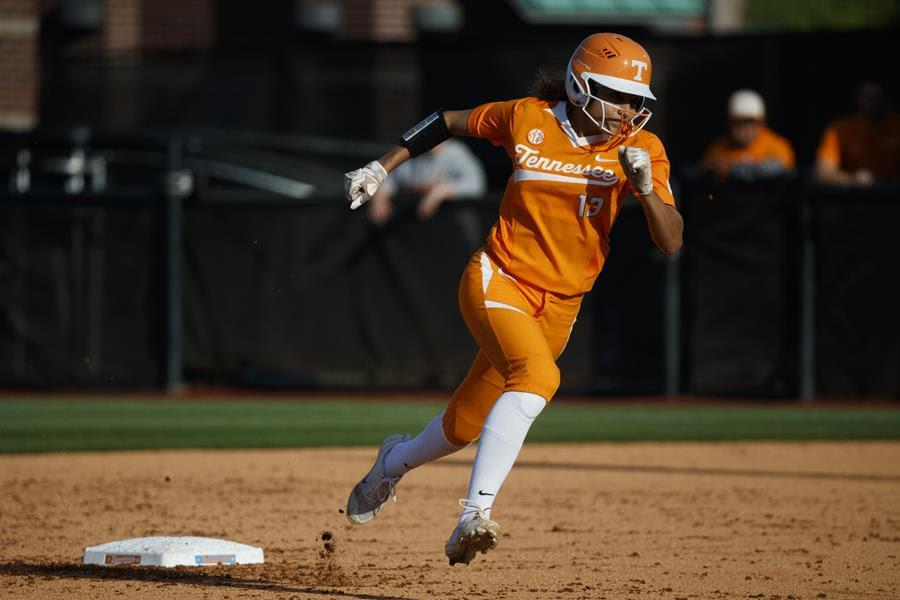 #6 Tennessee Downs the Utes 10-1 on Saturday