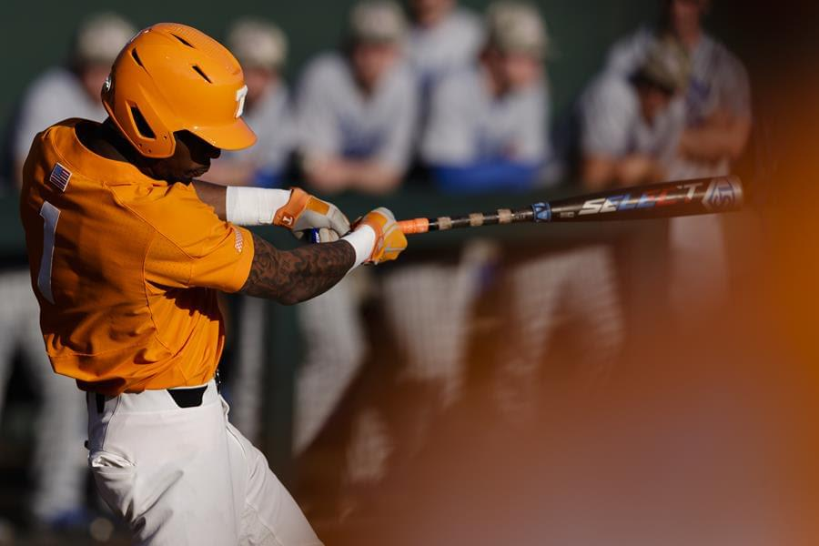 Vols Can't Hold Late Lead in 5-3 Loss to No. 15 Auburn