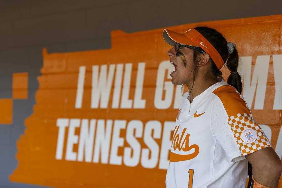 #5 Tennessee Claims Series With 5-2 Victory Over #15/18 Arkansas