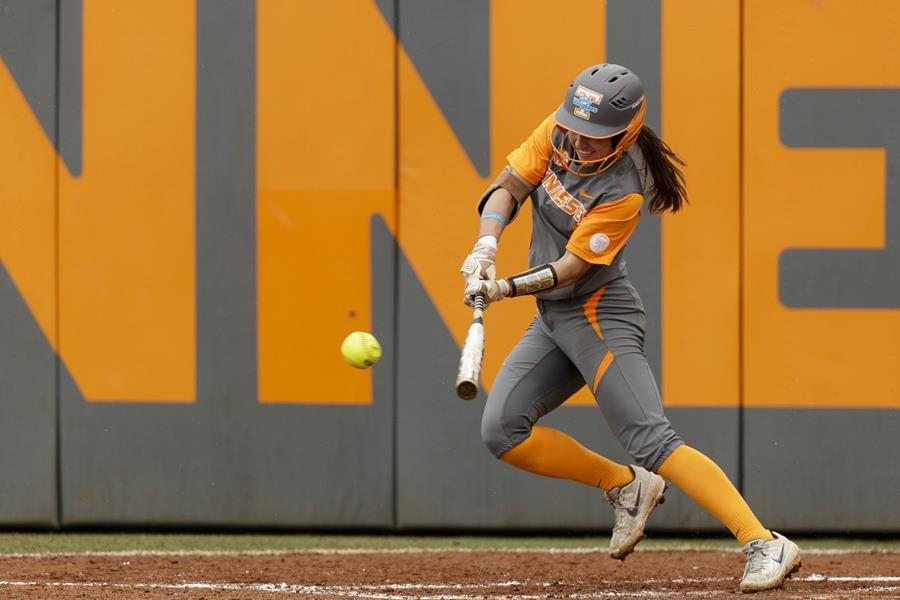 #9/8 UT Sweeps Mississippi State with 9-2 Rout on Sunday