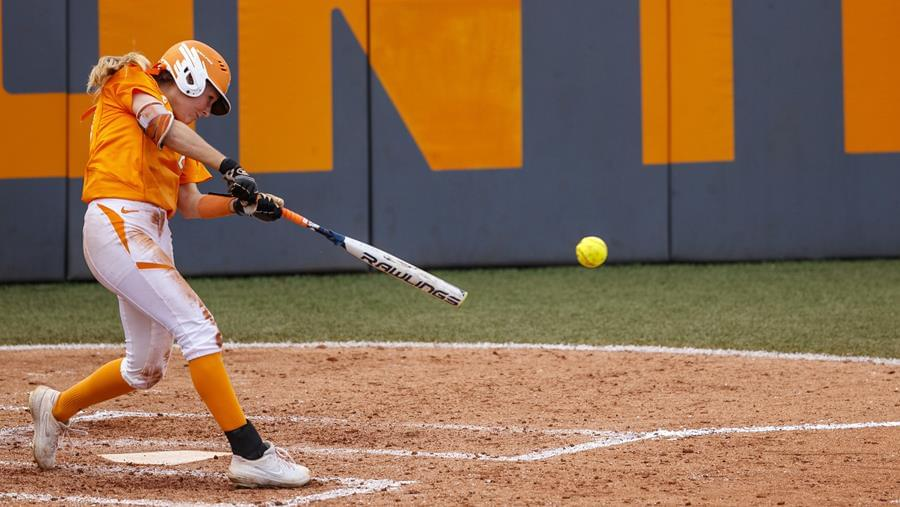 No. 9 UT's 7th-Inning Rally Falls Short as No. 17/18 Ole Miss Takes Game 1, 5-3