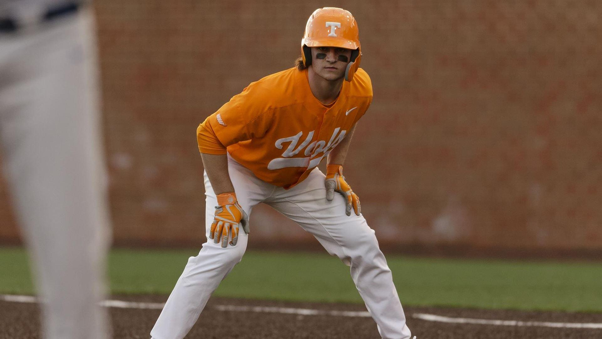 No. 18 Vols Come Out on Losing End of Wild Series Opener at No. 6 Arkansas