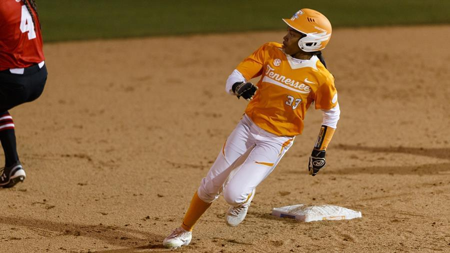 No. 9 Tennessee Holds on to Beat No. 17/18 Ole Miss in Extras, 2-1