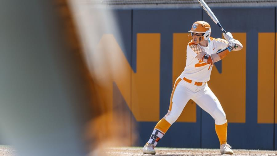 #11/12 Tennessee Pulls Ahead to Take Game 1 vs. Texas A&M, 4-1