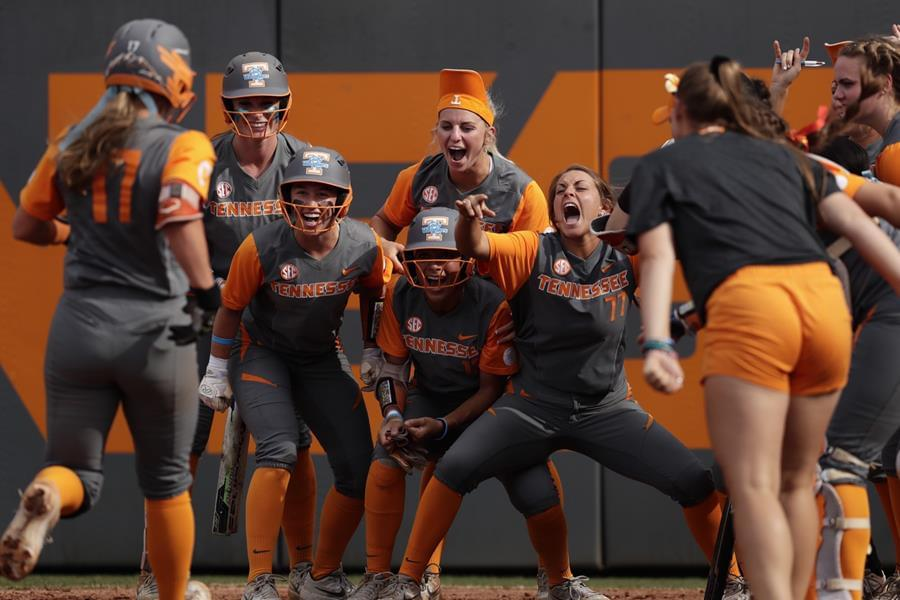 No. 11/12 Lady Vols Secure Series, Beat Aggies on Senior Day, 4-2