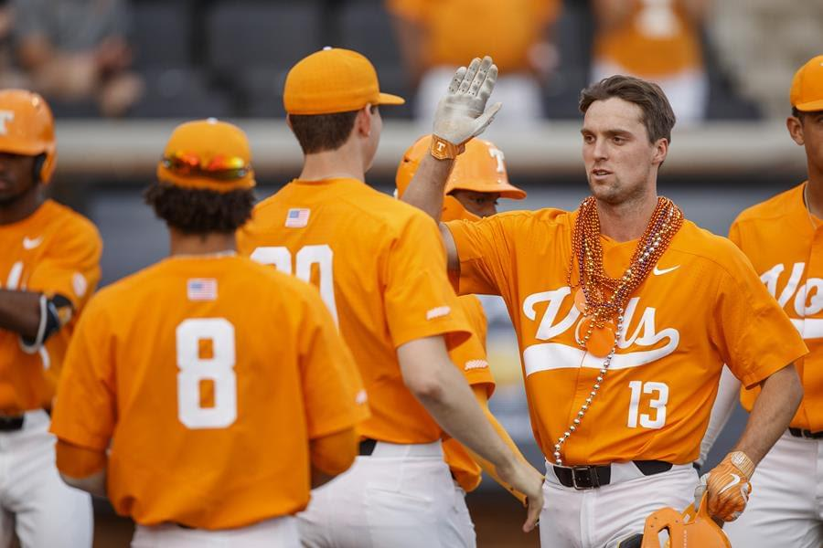 No. 24 Vols Hold Off Gators to Even Series