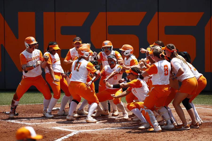 No. 12-Seeded UT Opens Knoxville Regional with 8-0 Win vs. Lancers