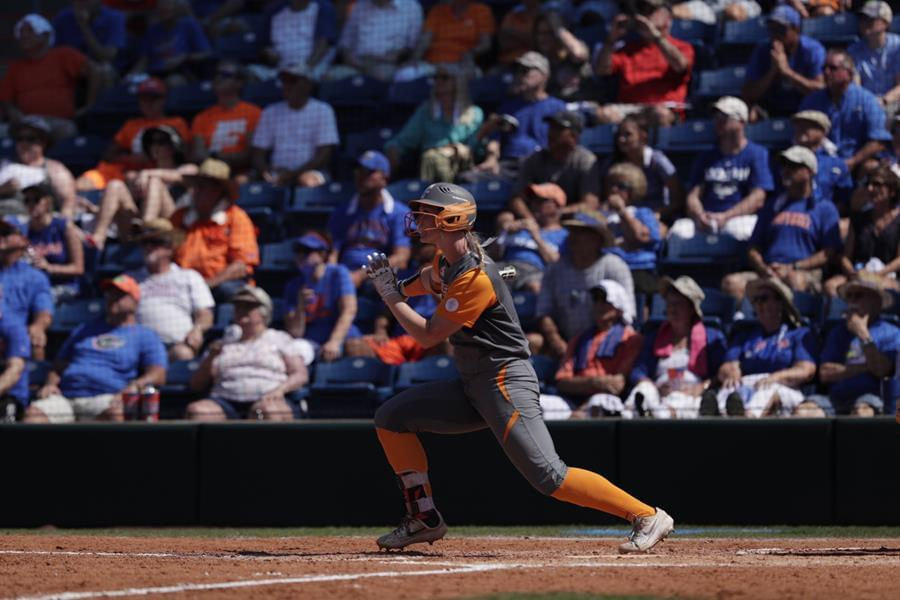 #12 UT Edged in Super Regionals as #5 UF Walks Off Game 3 in Extras, 2-1
