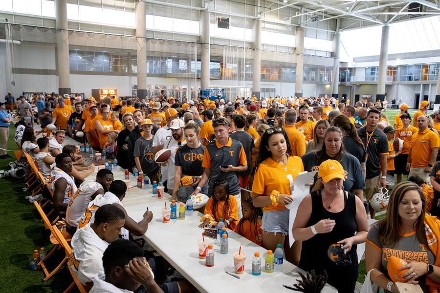 Vol Report: Offense Building Confidence Early in Camp