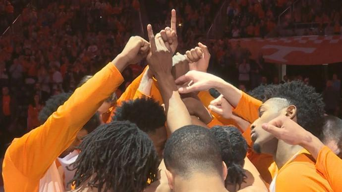 Tennessee Vols Rise to #1