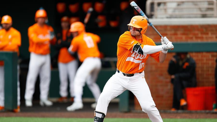 Vols Drop Game Two of Series at No. 15 Auburn, 5-2