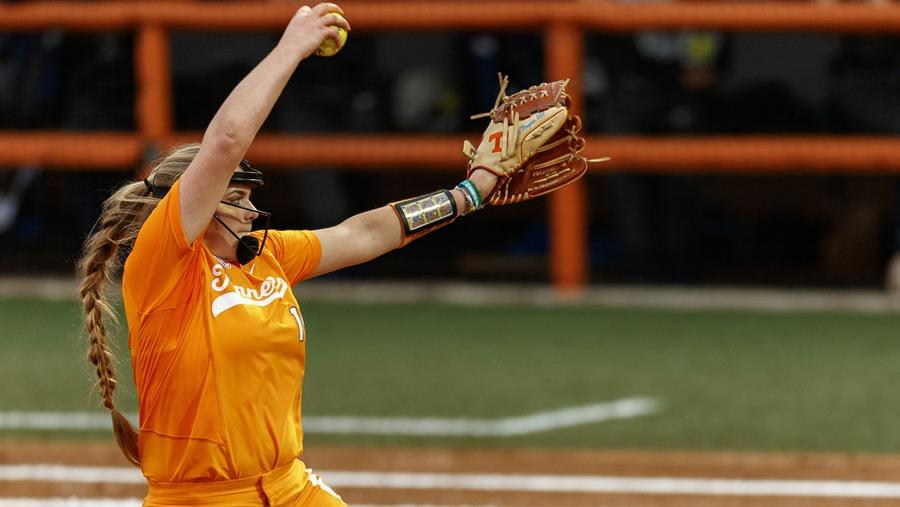 No. 6/5 Tennessee Falls to No. 11/13 Texas, 2-0