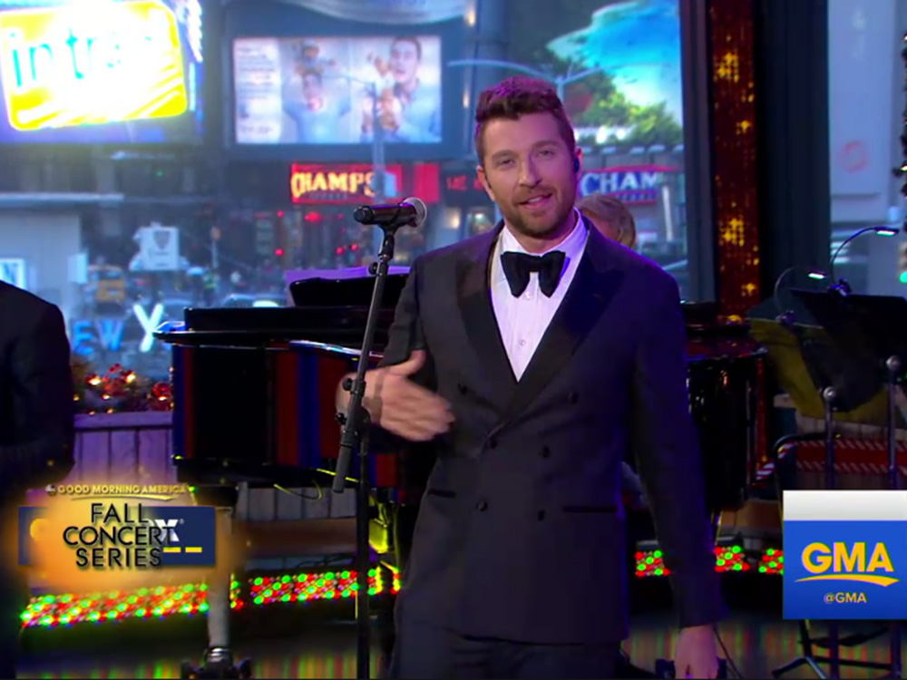 brett eldredge spreads christmas cheer on good morning america and live with kelly wrkn fm cumulus