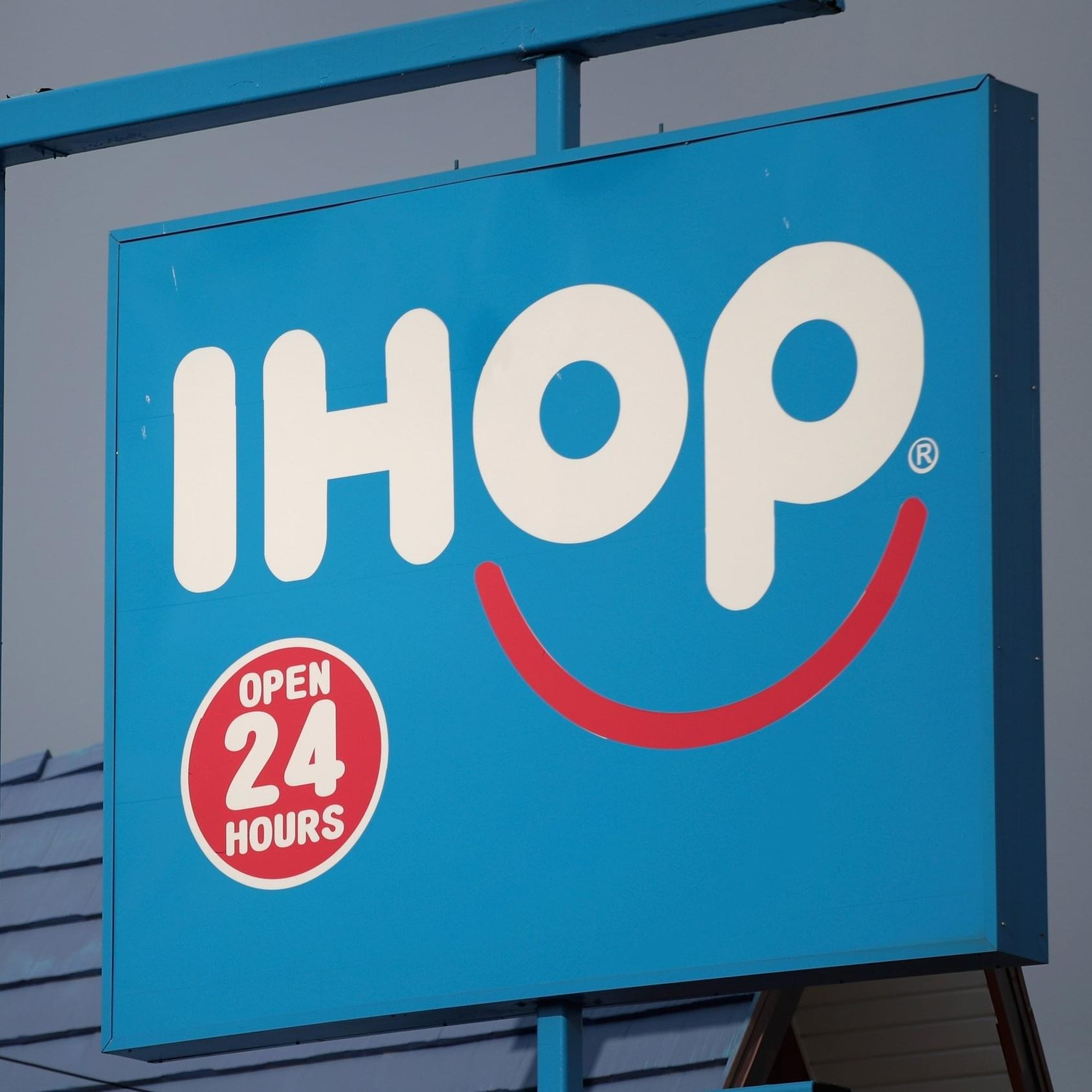 "Video Of Syrup Containers Lip-Syncing ""Bohemian Rhapsody"" At IHOP Goes Viral!"