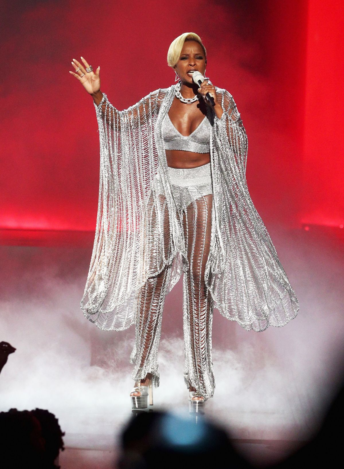 Mary J Blige shares everything during her concert!