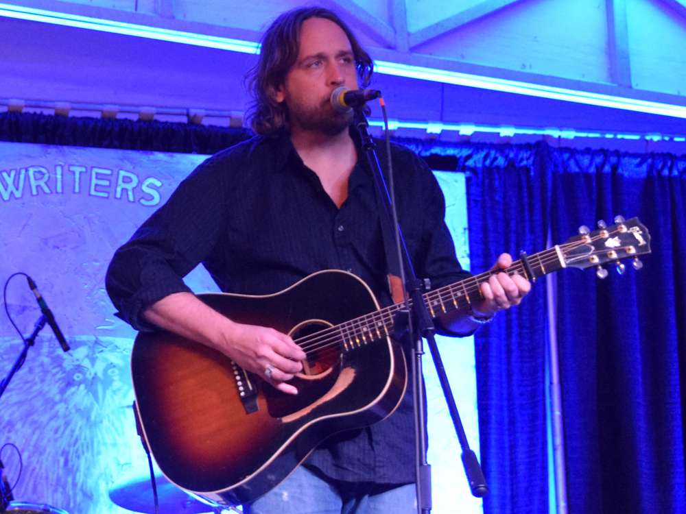"""Premiere: Hear Hayes Carll's """"Girl With the Dirty Hair"""" From New Tribute Album"""
