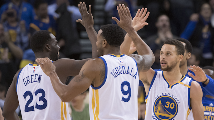Curry hits buzzer-beater from deep to extend first half lead over Cavs