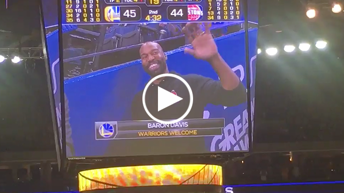 Oracle Arena gives Baron Davis standing ovation