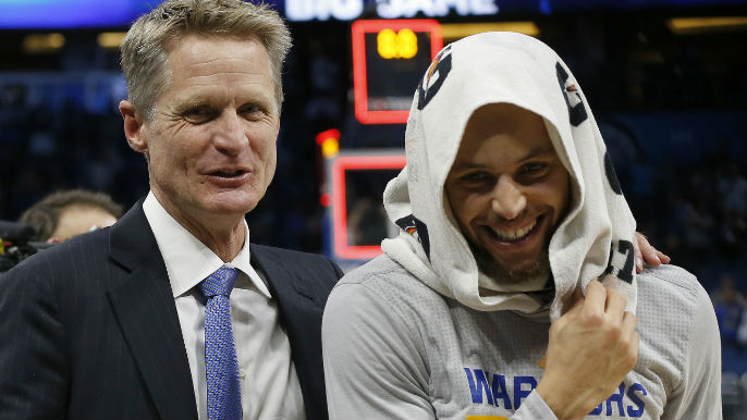 Curry, Thompson each hit 7 3s, Warriors pull away from Magic