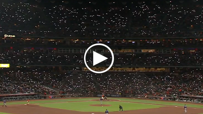 Bruce Bochy thinks Giants fans' cell phone light trend is catching on