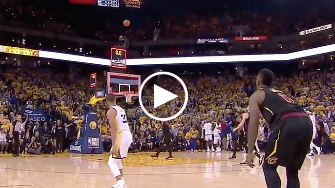 Curry beats buzzer with deep three to tie Game 1 at half