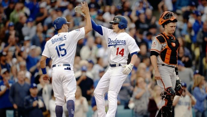 Giants continue tailspin, drop second straight to Dodgers