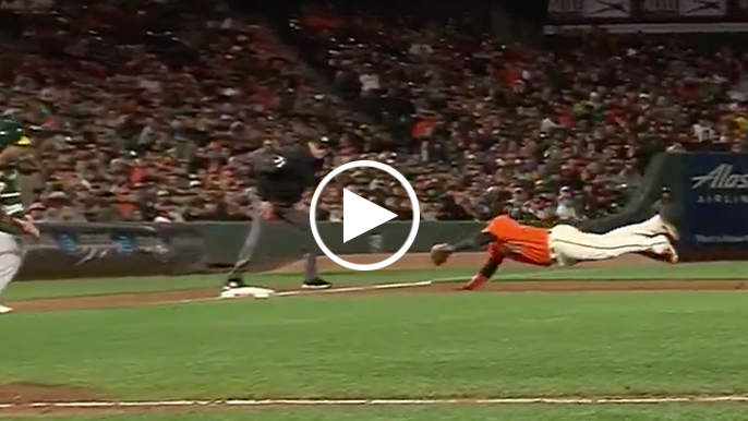 Pablo Sandoval saves run with spectacular diving catch