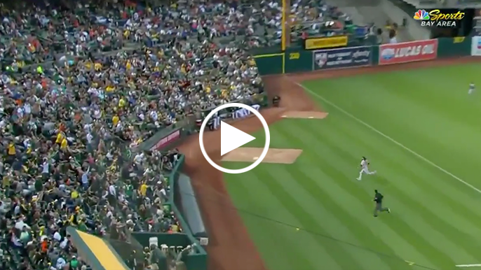 Crawford flashes Gold Glove in sprinting catch near third-base wall