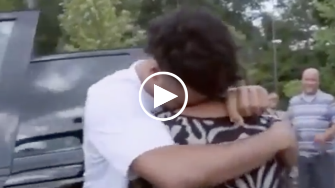 Quinn Cook surprises mom with new car