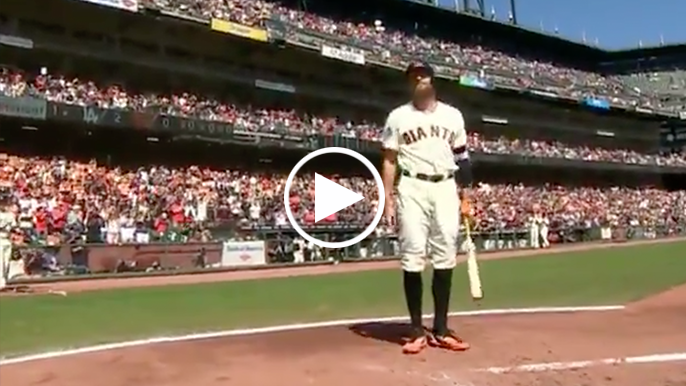 Hunter Pence receives massive standing ovation from AT&T Park