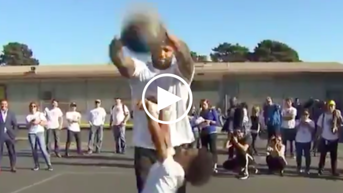 Cousins swats students' shots on visit to San Francisco elementary school