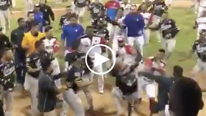 Hector Sanchez involved in wild Venezuelan basebrawl, drops opponent with punch