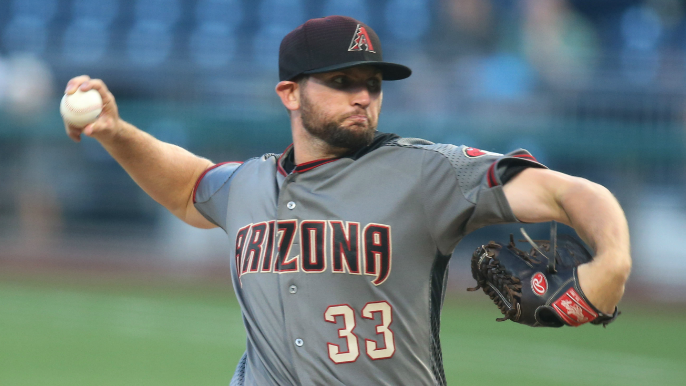 Giants acquire right-hander from Diamondbacks in exchange for cash considerations