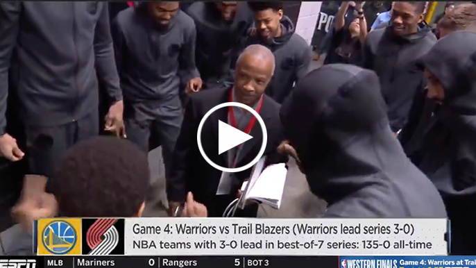 Warriors replace Kevin Durant with local reporter in pregame huddle