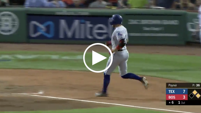Former Giant Hunter Pence hits stand-up inside-the-park home run vs. Red Sox