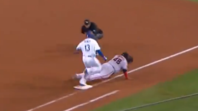 Sandoval appears to injure hand after incredible defensive play
