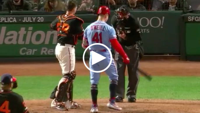 Giants' home-plate ump leaves game after foul ball to mask