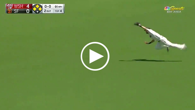 Steven Duggar appears to re-injure shoulder on great catch