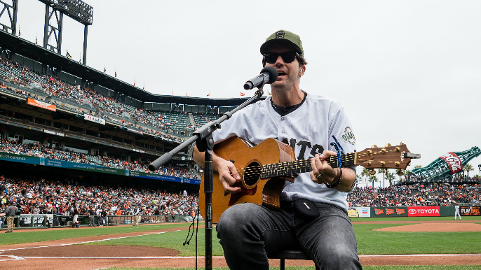 Barry Zito says he rooted against Giants in 2010 World Series in new memoir [report]