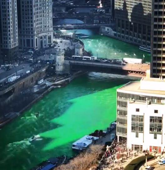 Time lapse of the Chicago river being dyed green