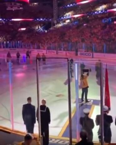 Gavin DeGraw falls on face after singing national anthem at hockey game