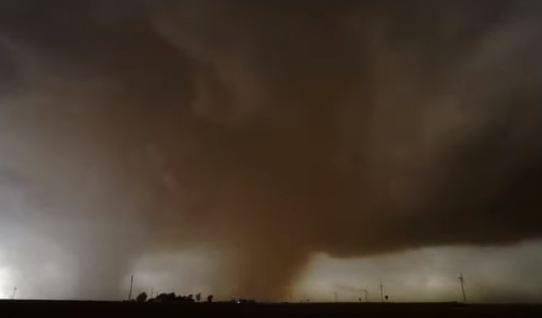 Timelapse Shows Tornado as It Sweeps Across West Texas